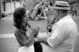 Skoal sampler with man
